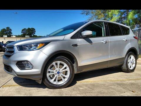 2017 Ford Escape SE 2.0L EcoBoost Start Up/ In-Depth Review