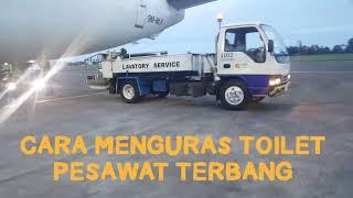 CARA MENGURAS TOILET PESAWAT TERBANG