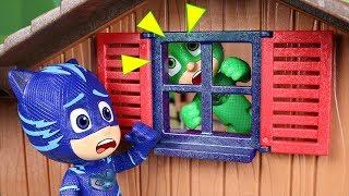 PJ Masks toys in English 2 ⚡ Catboy rescues Gekko