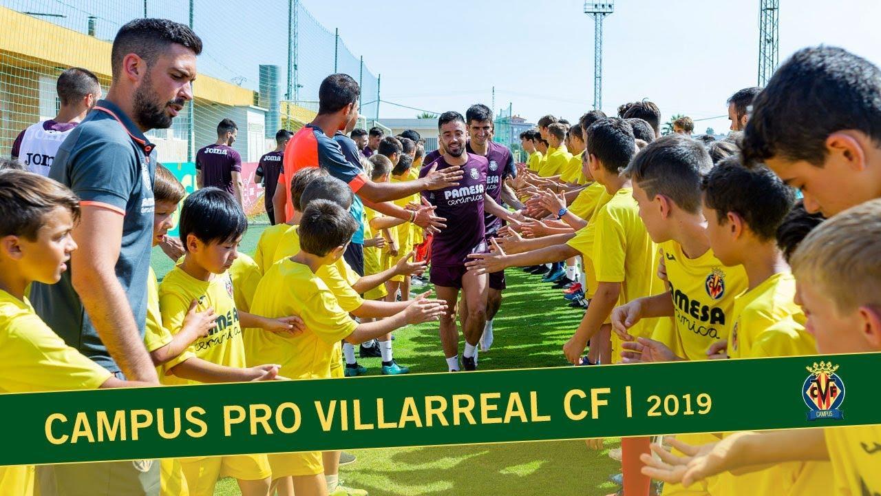 Los participantes del Campus Villarreal conocen a sus ídolos