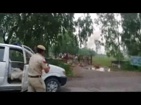 Kaithal Dera Samarthko Ne Police Par Kiya Pathrav Police Ne Chalayi Goliya Live Video Dekhe