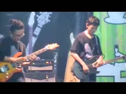 Guitar Battle -DEDEVAI vs BRAMPI R (DJANTAN BAND).wmv