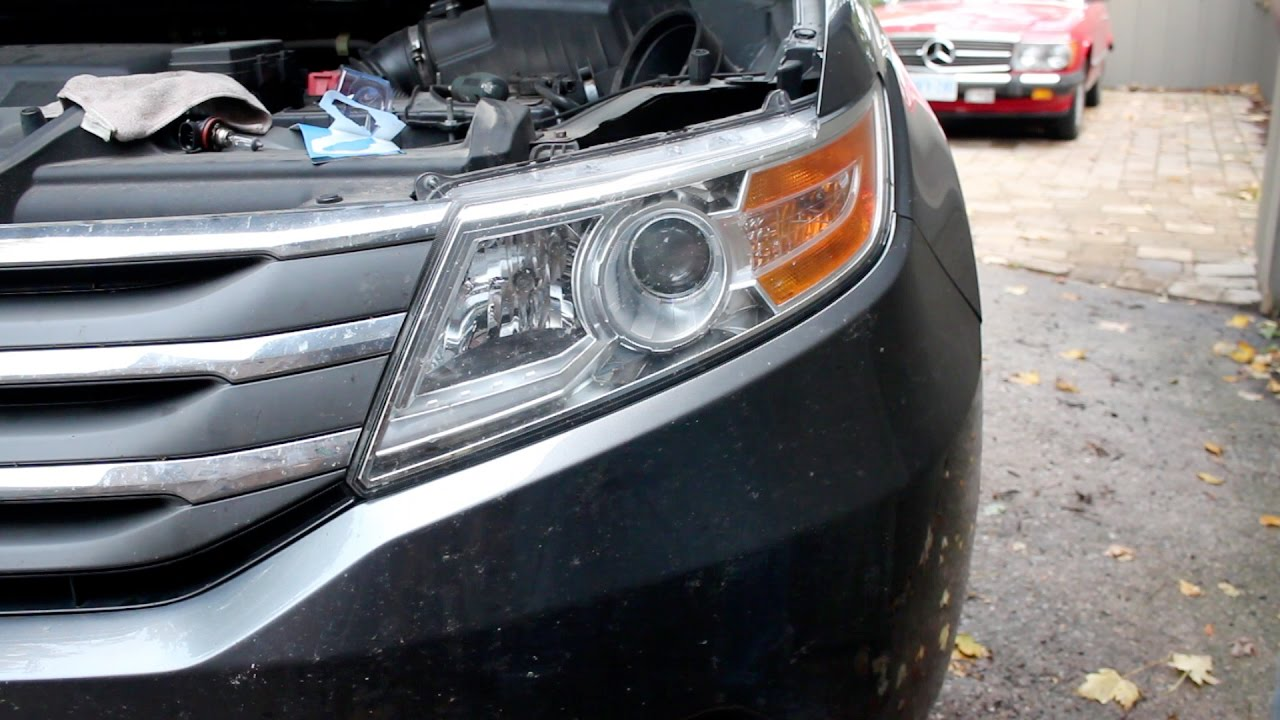 Replacing Low Beam Headlight Bulb Honda Odyssey 2011