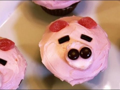 How To Make Pink Piggy Red Velvet Cupcakes | Food Network
