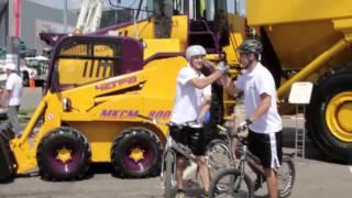 Как водить трактор в миниюбке