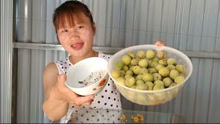 girls ăn quả mơ 14/4/2021