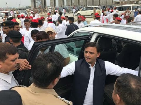 Live Video: Samajwadi Party president Akhilesh Yadav detained in Unnao
