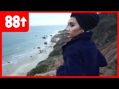 Yuna Gives ANGELIC Live Acoustic Performance    Singing Spaceships