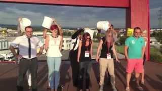XXXLutz - Ice Bucket Challenge - (am größten Stuhl der Welt)