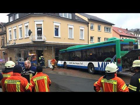 Acidente com autocarro escolar faz pelo menos 48 feridos na Alemanha