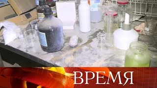 «Белые каски» в сирийском Идлибе снимают постановочную химическую атаку с использованием хлора.