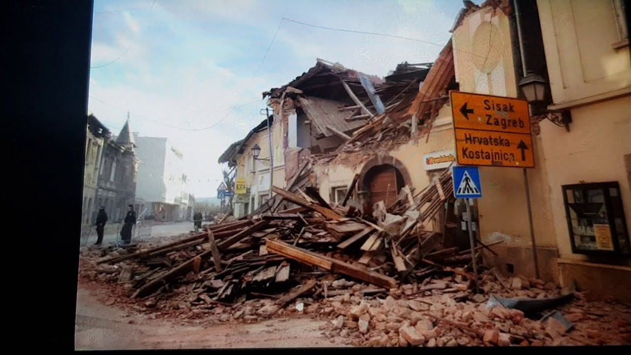 Potres Petrinja Izgled Zgrade Prije I Nakon Razornog Potresa Youtube