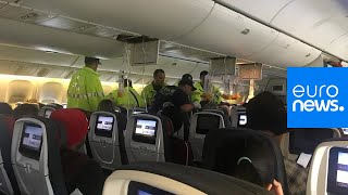 شاهد: لحظات رعب على متن طائرة كندية وأصابة 35 راكبا