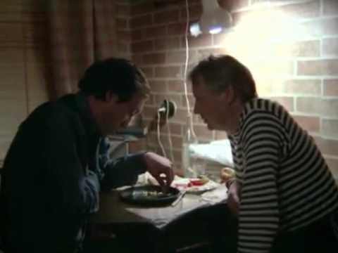 песня а я ее люблю. Денис Лирик - - Она ж тебя любит? - Неет... она меня не любит, она любит другого... - Кого же интересно? - Другого... У меня было с ней столь и правда очень короткая история... А любит она, совсем другого... Она меня не любит, как я ее
