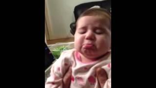 Baby girl gets emotional by singing  بچه ناز احساساتی