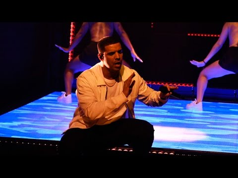 """Drake Brings His Best Dance Moves For """"One Dance"""" & """"Hype"""" SNL Performances"""