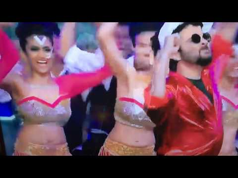 Anil Kapoor Jhakkas dance joined by Ranveer Singh in 2016 award show