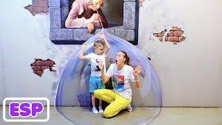 Vlad y Mama juegan a las escondidas, diversión familiar, juegos