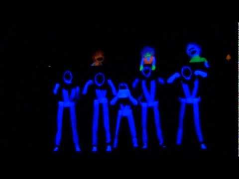 "2011 black light ""PLUGGED N' KIDS"" performance - YouTube"