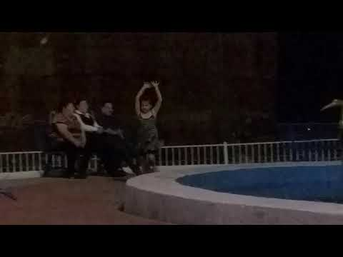El vuelo de mi pequeña... como mariposita... y zaz!!! from YouTube · Duration:  1 minutes 14 seconds