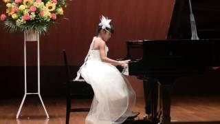 今回3回目の発表会 お気に入りの白いドレスで・・・