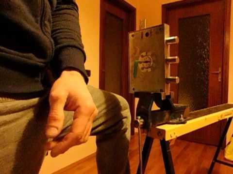 Apertura porta blindata senza scasso youtube - Limitatore apertura porta blindata ...