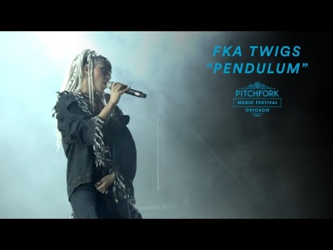 FKA twigs Performs