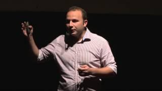Călătoritul, cea mai pură formă de educaţie | Tudor Maxim | TEDxEroilor