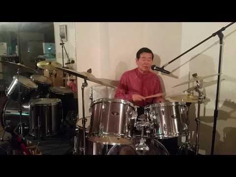 愛のときめき【作詞、作曲おがたひろしのオリジナル曲】元グループサウンズのニューハピネス名物マスターがドラム歌唱で!