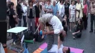 Dickson Yoga - Dickson老師和拍擋 瑜珈表演 03 Italy Rome Novana Street Yoga 1 + 2