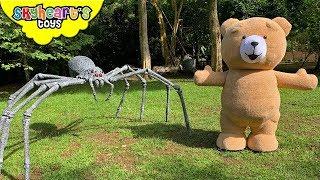 Giant TEDDY BEAR escapes Spiderzilla |