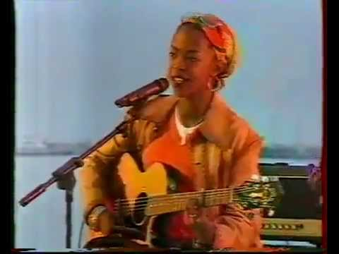 Lauryn Hill - Sweetest Thing Live