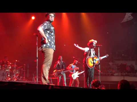 BRUNO MARS live in Hawaii (The Lazy Song: Eye of the Tiger Remix)