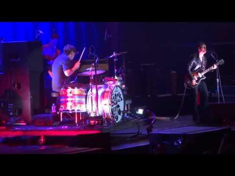 """""""Run Right Back"""" The Black Keys@Wells Fargo Center Philadelphia 9/20/14 Turn Blue Tour"""