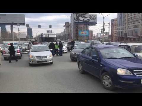 Массовая авария на Октябрьской маг. - у автобуса отказали тормоза