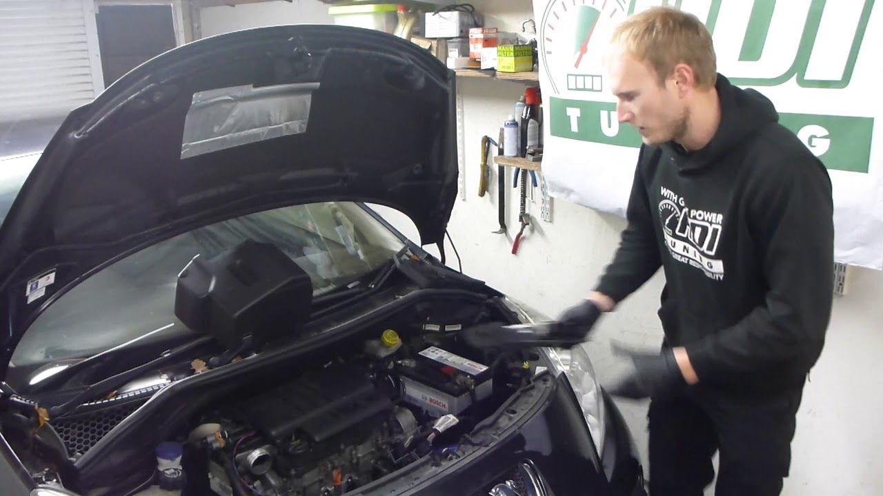 How to remove the ECU from a Peugeot 207 1 6 HDI Bosch EDC16C34