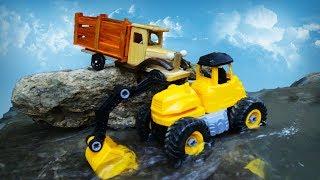 Испытание жёлтого экскаватора и деревянного грузовичка. Что случилось с грузовичком?