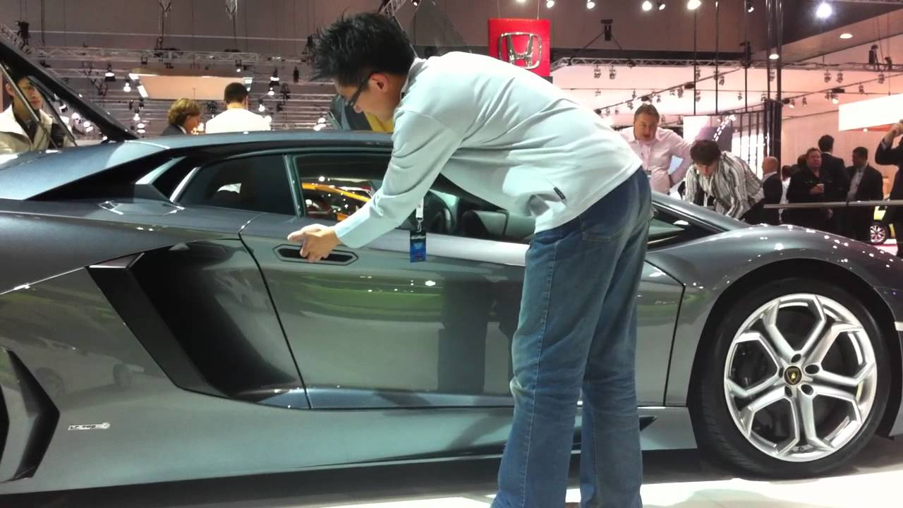 & Lambo Aventador Doors - YouTube
