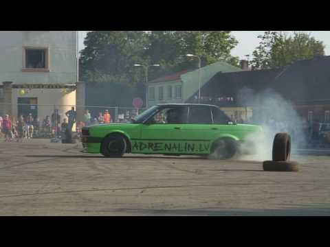 BMW e30 wall drift