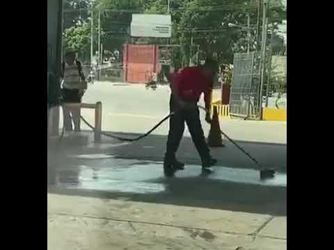 Benzinliği Benzinle Yıkayan Pompacı