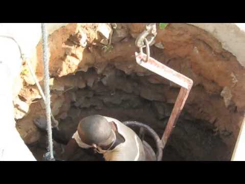 Costruzione di un Pozzo per l'Acqua - YouTube