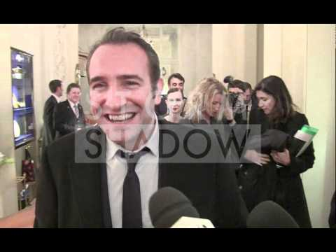 Jean Dujardin interviewed during the GQ man of the year party in Paris: speak english ???