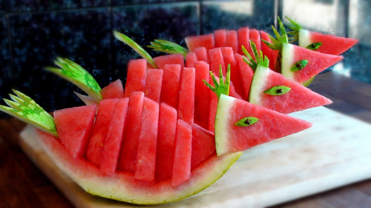 How to quickly cut and serve a watermelon birds youtube - How to slice strawberries for decoration ...
