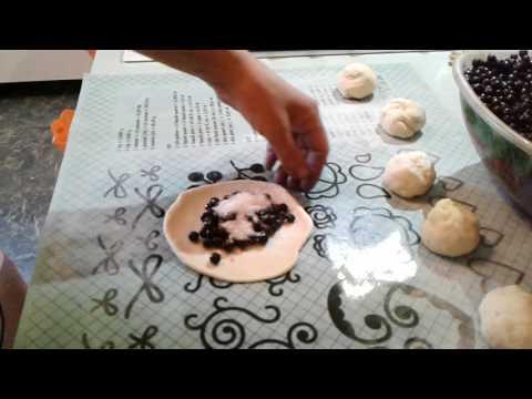 Пирожки из сдобного теста с черникой!