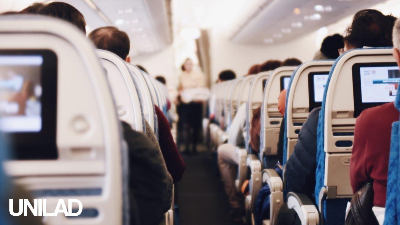 Стјуард игра смешен танц во авион и ги забавува патниците