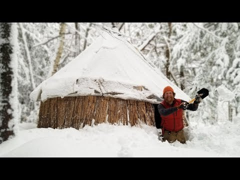 Snowy Overnight In The Thatched Reed Winter Survival Shelter  (87 Days episode 25)
