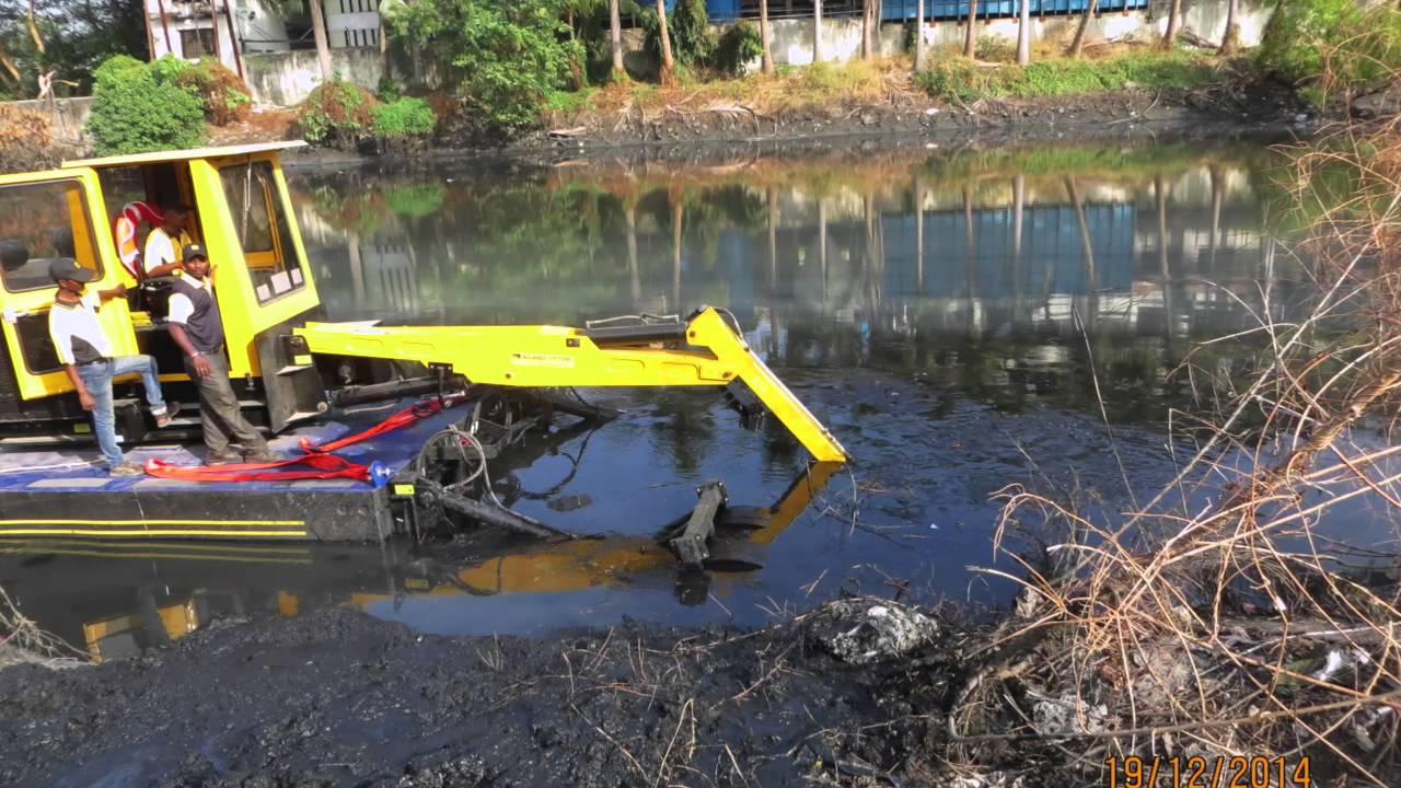 Cleantec Infra Amphibious Dredger Desilting Narrow Nallahs Of Mumbai Youtube