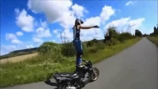 The girl on the motorcycle  Super stunts. Девушка на мотоцикле. Супер трюки.