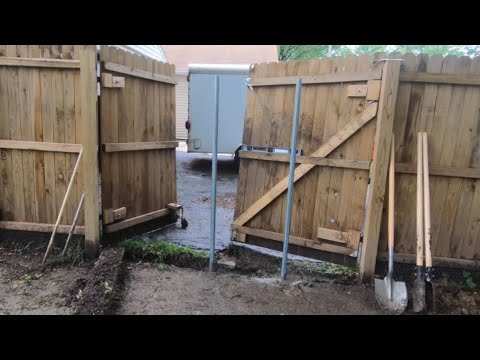 How to install wooden fence with galvanized metal posts