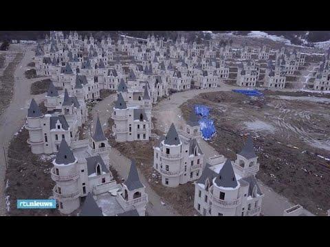 Nee, dit is geen Photoshop: Turks dorp telt honderden verlaten kastelen - RTL NIEUWS